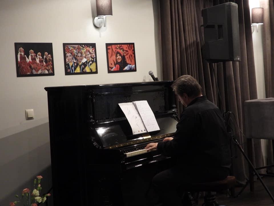 Wieczorne spotkania przy pianinie z Jerzym Chruścińskim